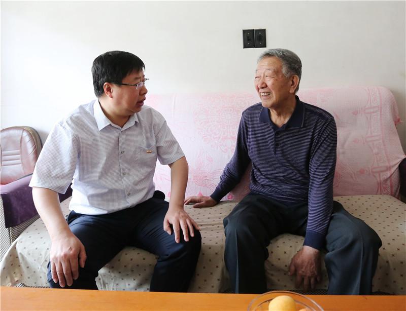 """荣成市石岛人民医院开展系列活动庆""""七一"""""""