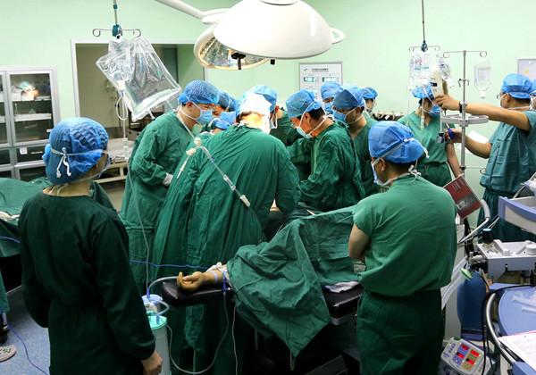 【生死时速】石岛医院多学科联合手术成功救治危重患者